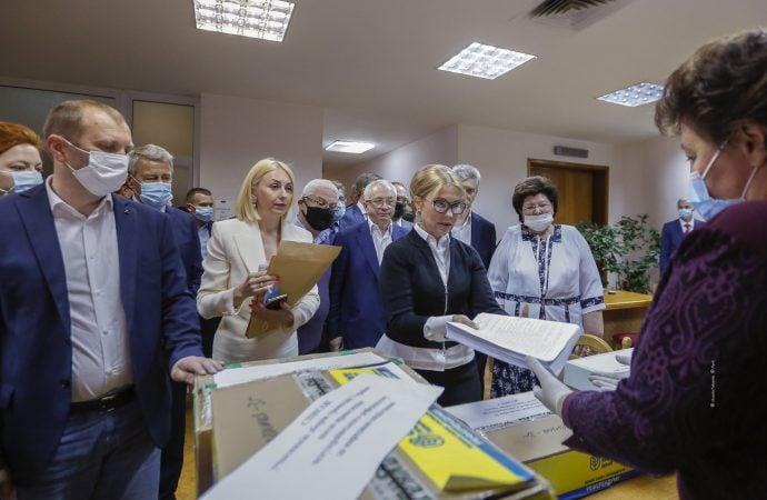 «Батьківщина» передала до ЦВК усі необхідні для старту референдуму документи.